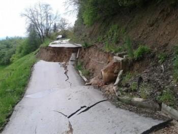 posle poplava putevi popucali od zemljotresa