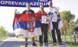 Jovica Spajić sa srpskom zastavom