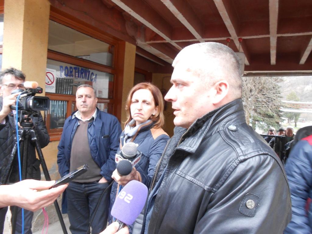 Lazar rvović danas pred kapijom FAP-a